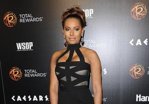 Экс-солистка Spice Girls хочет сдать британский паспорт