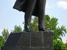 В Донецке Ленину покрасили ботинки в белый цвет