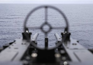 Судно правозащитников игнорирует приказы ВМС Израиля о смене курса