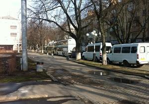 новости Полтавы - оппозиция - В Полтаве место проведения акции Вставай, Украина! заблокировали автобусами - нардеп от Батьківщини