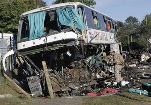 В Гватемале два грузовика упали в овраги: 8 человек погибли, десятки ранены