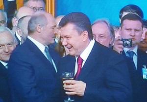 Янукович и Лукашенко побеседовали по телефону