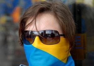 В Черкассах обновляют государственные флаги из-за закона о языках