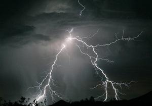 В Ивано-Франковской области молния подожгла два дома