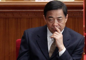 Опальный политик Бо Силай признался в переводе 800 тысяч долларов на счет супруги