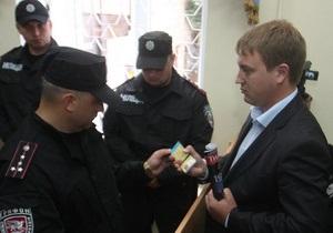 Бютовец Суслов заявил, что неизвестные угрожали его семье, жестоко избили охранника