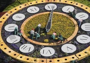 В Киеве вновь запустили цветочные часы
