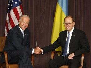 Байден провел встречи с Яценюком и Литвином