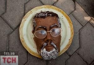 Протест против Табачника: вместо голодовки молодежь устроила  обжираловку