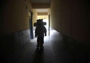 В Киеве бездомный проник в детсад и попытался украсть сумку у воспитателя