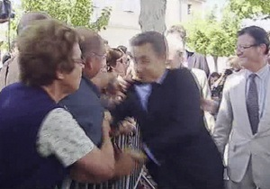 Напавший на Саркози мужчина протестовал против войны в Ливии