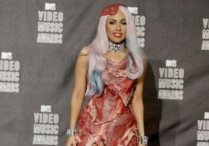 Мясной наряд Lady GaGa вызвал гнев вегетарианцев