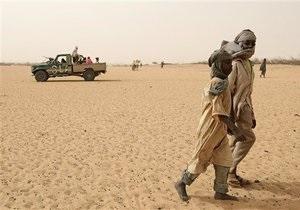 В Судане неизвестный самолет нанес удар по автомобилю: погибли два человека