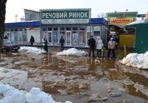 В Киеве возле станции метро Святошин частично были затоплены улицы -Киев потоп - Киев талый снег - паводки