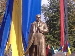 В Ивано-Франковской области открыли памятник Степану Бандере