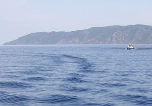 Иркутскому пенсионеру запретили переплывать Байкал на бочке