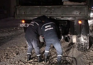 Погода в Украине - Спасатели за прошлые сутки вытащили множество грузовиков и автомобилей из снежных заносов