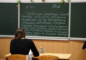Во Львове вместо школьницы ВНО сдавала ее 42-летняя мама