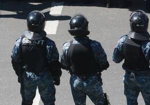В Днепродзержинске при задержании мужчины пострадала местная жительница и милиционер