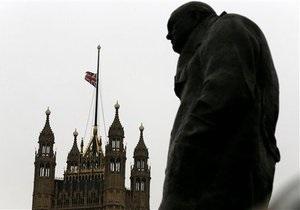 Новости Великобритании - странные новости: Депутатам британского парламента запретили прикасаться к статуям Черчилля и Тэтчер