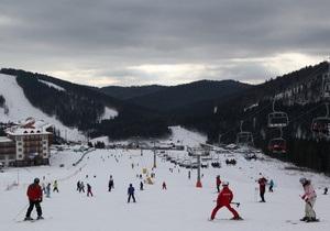 В Буковеле во время катания на лыжах разбился киевлянин