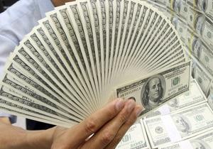 НБУ намерен выйти на межбанк для продажи долларов