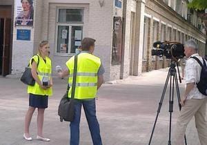 новости Днепропетровска - журналисты - жилеты - В Днепропетровске журналистов вновь одели в спецжилеты