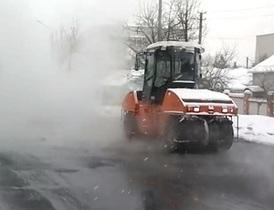 В Донецкой области укладывают асфальт в 15-градусный мороз, чтобы не возвращать деньги в бюджет