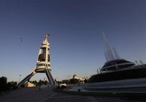 В Ашхабаде начался демонтаж гигантского памятника Туркменбаши