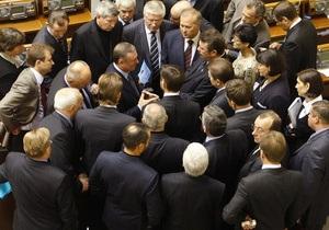 Как голосуют регионалы: Если депутат не забирает карточку, за него решает фракция
