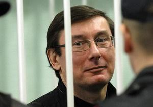 Ъ выяснил, почему Луценко подал иск против руководителей прокуратуры в американский суд