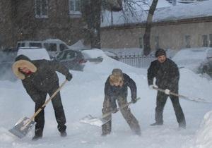 непогода - снег в Киеве - оппозиция - Батьківщина создала мобильные группы по расчистке снежных заносов в Киеве