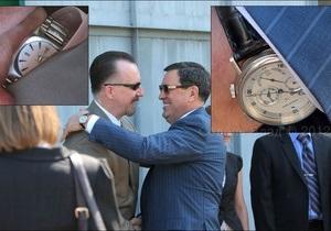 Часы начальника управления СБУ по борьбе с коррупцией стоят больше его годовой зарплаты