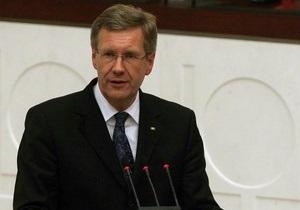 Президент Германии отказывается уходить в отставку после обвинений в давлении на СМИ