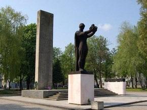 Донецкий облсовет считает, что демонтаж советских памятников может расколоть страну