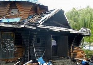 В Киеве подожгли Храм Трех Святителей, оставив на дверях надпись Око за око