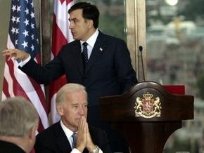 Саакашвили вручил Байдену орден Святого Георгия