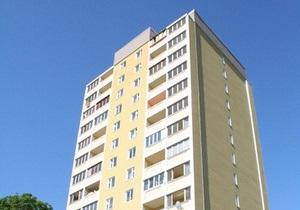 Спасатели МЧС сняли с козырька 9-этажного дома спящего мужчину