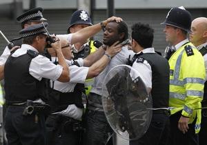 Число арестованных участников беспорядков в Лондоне превысило тысячу человек