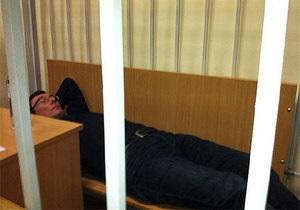 Гособвинитель: Луценко лежал на лавке, чтобы его фотографировали