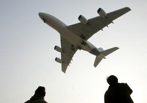 Африканский нелегал выпал из отсека шасси при приземлении самолета в Швейцарии
