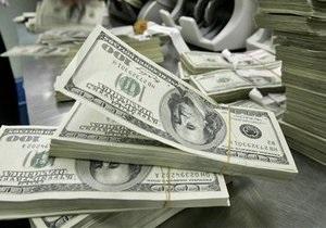 Доллар закрывает неделю падением на межбанке
