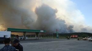 Азаров заверил, что все пострадавшие от пожара в Херсонской области получат компенсацию