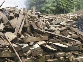 На одном из белорусских предприятий зарплату выдают дровами и диванами