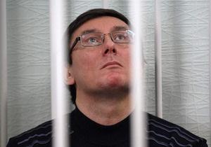 Жена Луценко: Он продержится на ногах еще 3-4 дня