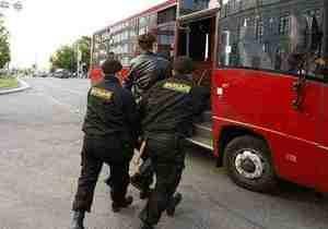 Правозащитники: В Минске задержали более сотни молчащих оппозиционеров