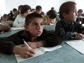 В Таджикистане учителей переоденут в форму
