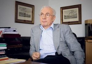 Азаров освятил кабинет премьера после Тимошенко