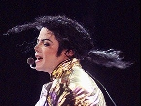 Родственники Джексона требуют провести повторное вскрытие тела певца