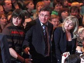 Доходы семьи Луценко выросли из-за  бурной  деятельности его жены
